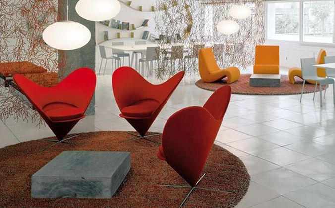 Heart Cone Chair e Amoebe de Verner Panton by Vitra